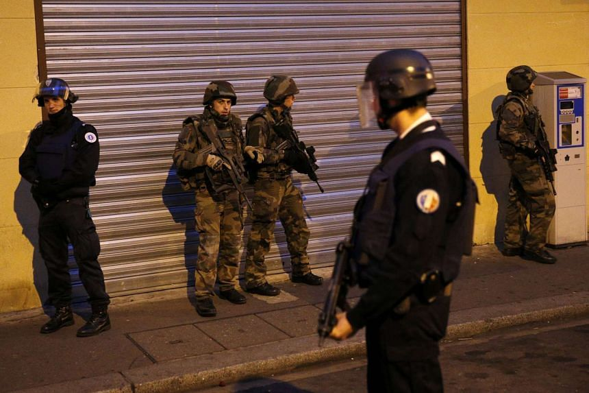 French police officers will be allowed to carry their weapon off duty to protect civilians for the duration of France's state of emergency.