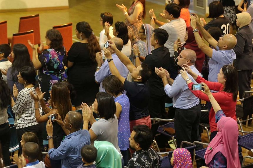 Parents give a standing ovation to the recipients of the TKP Braveheart Award.