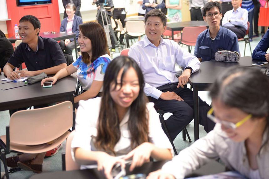 Mr Ng Chee Meng, Acting Minister for Education observes pre-service teachers in a lesson for mobile learning at NIE.