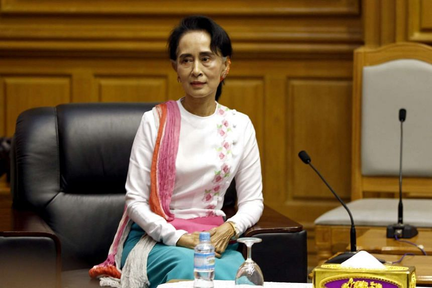 Aung San Suu Kyi has rebuked some politicians from her victorious National League for Democracy.