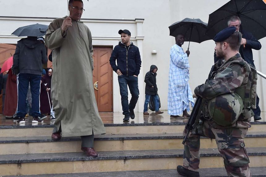 A French soldier stands guard in front of the Grande Mosque, on Nov 20, 2015 in Strasbourg, eastern France, during the Friday prayer.