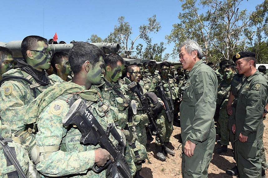 Defence Minister Ng Eng Hen interacting with Exercise Wallaby 2015 participants. The exercise is the Singapore Armed Forces' largest overseas drill held in the Australian state of Queensland.