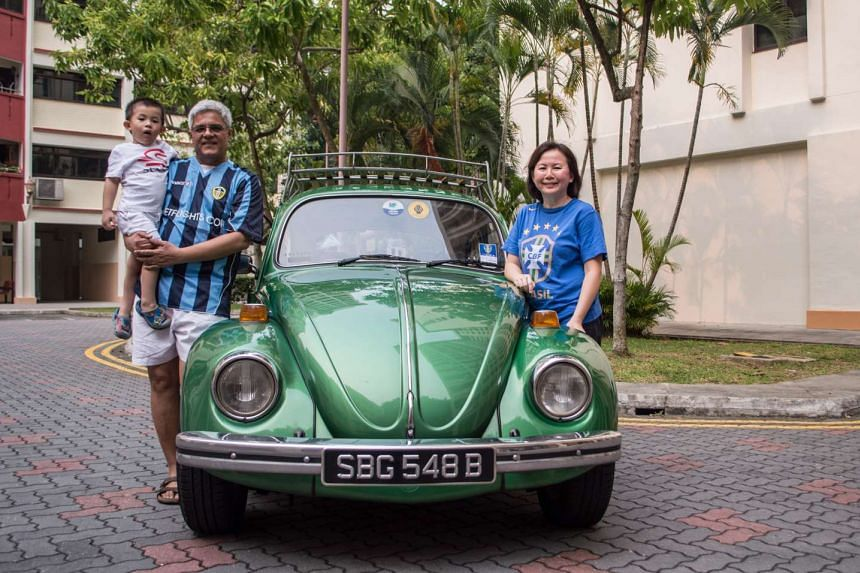 Mr Bradley Fernando with his wife Diana, son Ayrton and his 1972 Volkswagen Beetle 1.2.