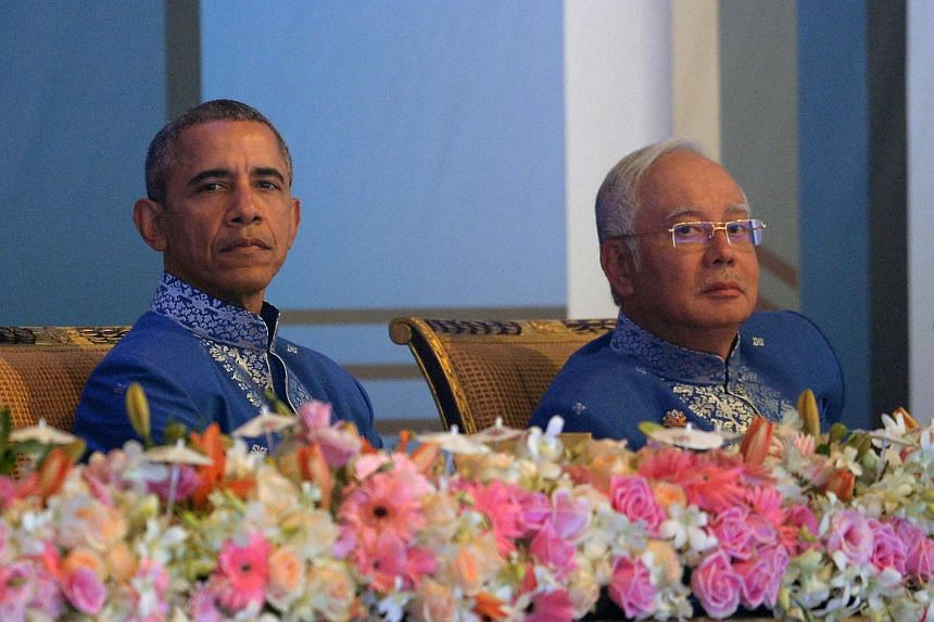US President Barack Obama (left) and Malaysian Prime Minister Najib Razak (right) attend the 27th Association of Southeast Asian Nations Summit Gala dinner in Kuala Lumpur on Nov 21, 2015.