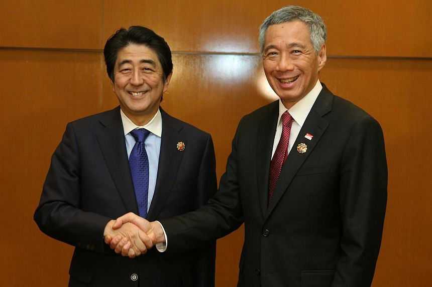 Prime Minister Lee Hsien Loong (right) meeting Japan PM Shinzo Abe at the 27th ASEAN Summit.