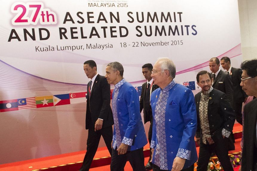 Najib Razak (centre) and Barack Obama (second from left) walk to attend a dinner for East Asia Summit Leaders at the Kuala Lumpur Convention Centre.