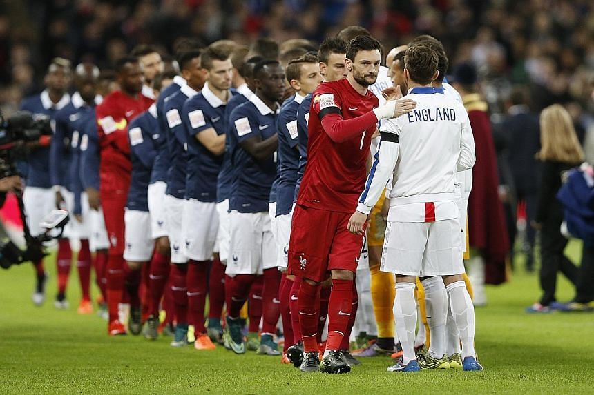 Hugo Lloris (in red) led France against England on Tuesday and put up a solid performance. He is determined to play the West Ham match.