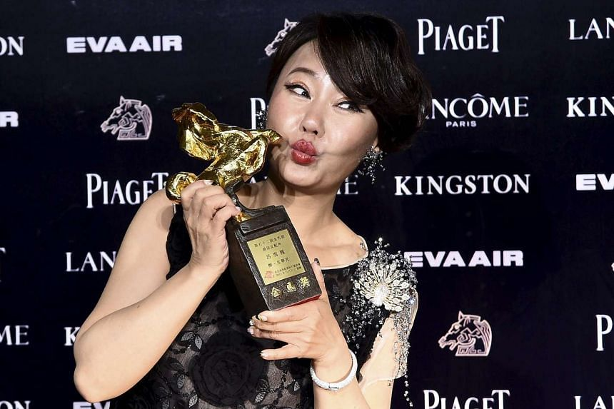 Taiwan's Lu Xue-feng poses with her trophy for Best Supporting Actress.