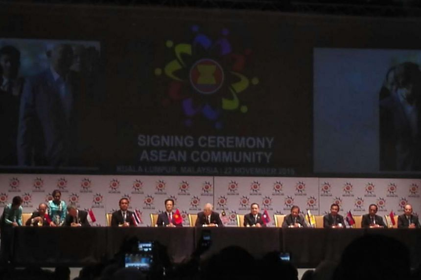 Prime Minister Lee Hsien Loong (second from left) signing the declaration establishing an Asean Community alongside fellow Asean leaders in Kuala Lumpur, Malaysia, on Nov 22, 2015.