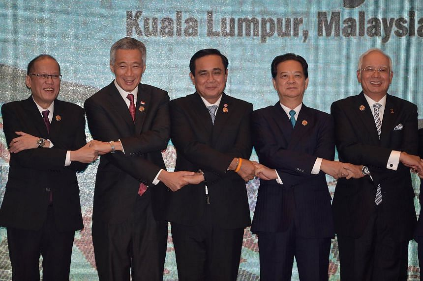 Singapore Prime Minister Lee Hsien Loong (second from left) and other Asean leaders pose for a group photograph at the 27th Asean Summit.