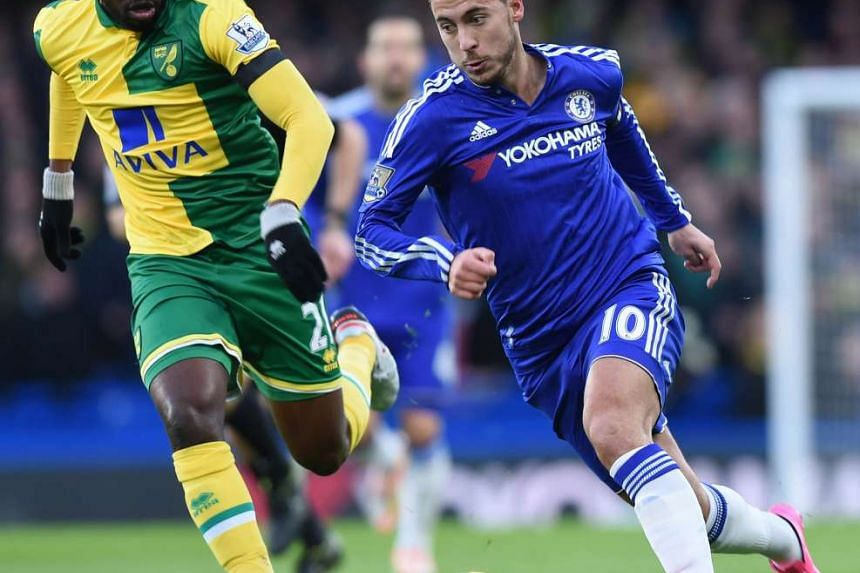 Chelsea's Eden hazard (right) during the English Premier League football match against Norwich City on Nov 21, 2015.