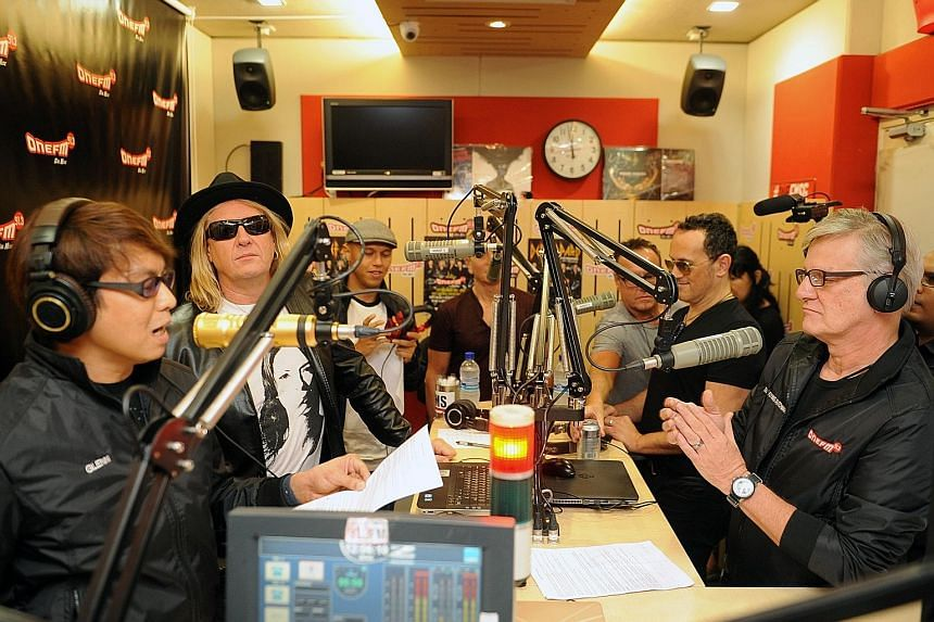 From left: Glenn Ong, Joe Elliott and Andre Hoeden with Vivian Campbell and The Flying Dutchman on the right.