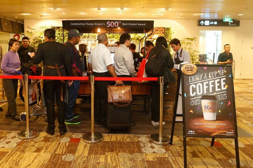 Changi Airport Group presented free cuppas over two mornings in November 2015 to celebrate its 500th award.