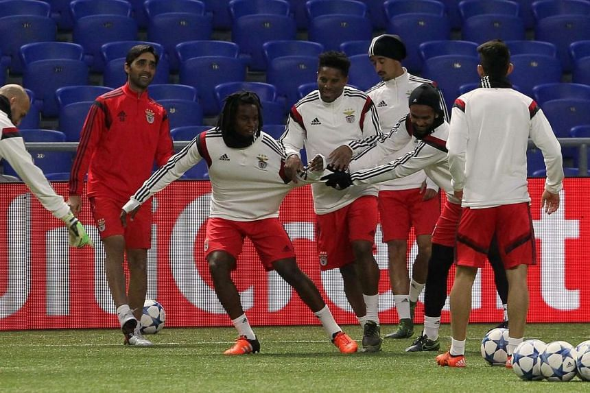 Benfica's players take part in a training session in Astana on Nov 24, 2015, on the eve of the UEFA Champions League group C football match between FC Astana and SL Benfica.