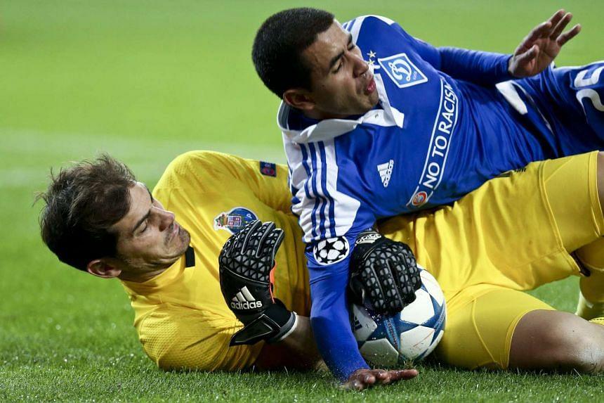 Porto's Iker Casillas (left) in action against Dynamo Kiev`s Derlis Gonzalez during their Uefa Champions League football match.