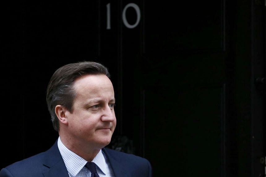 Prime Minister David Cameron says that Britain should join air strikes against ISIS.