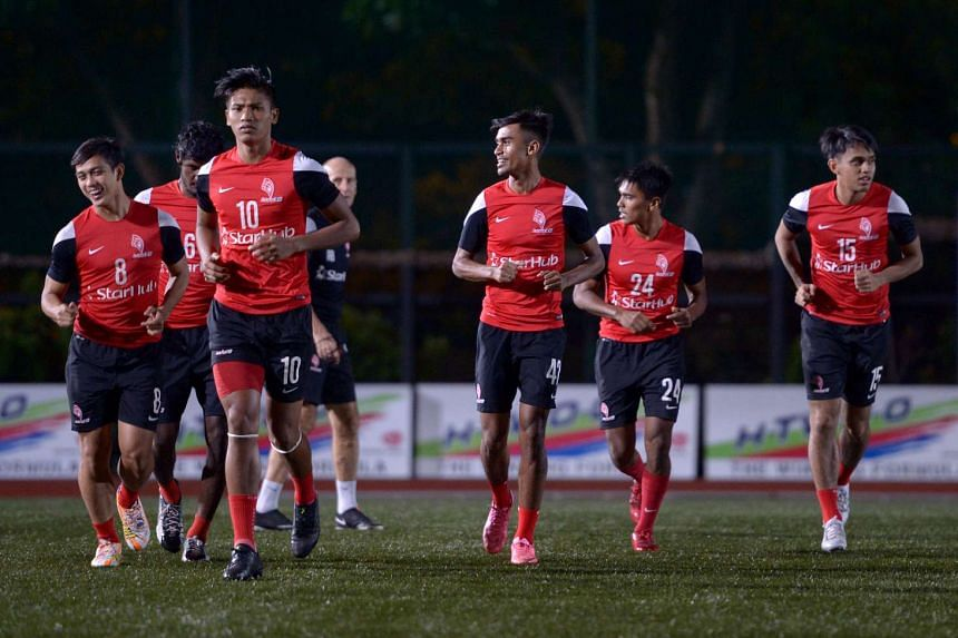 The LionsXII players training on Nov 26, 2015.