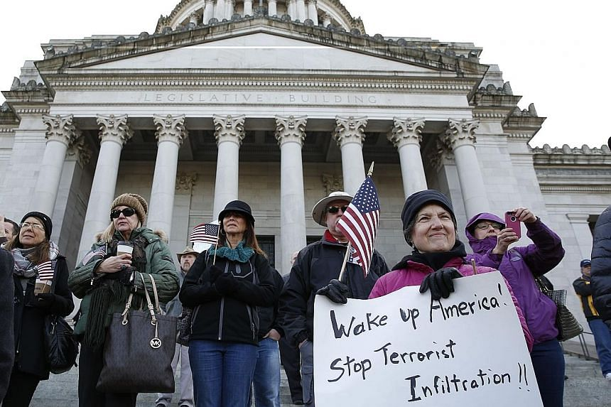 A majority of Americans now think that the programme for taking in Syrian refugees should be discontinued, despite reassurances from the Obama administration on the rigorous safety checks in place. While the change in mood among the electorate is cle