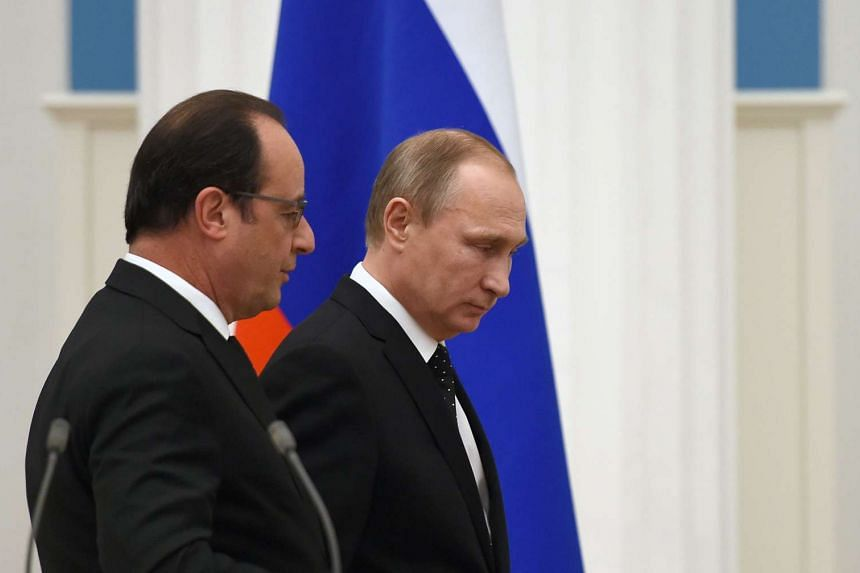 French President Francois Hollande (left) and his Russian counterpart Vladimir Putin at the end of a press conference in Moscow on Nov 26, 2015.