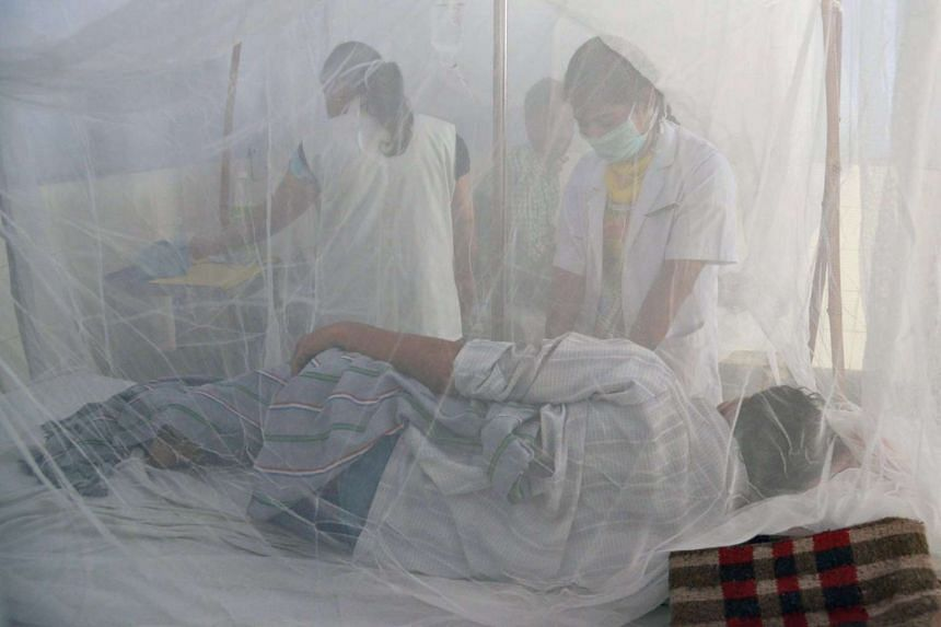 Indian medical staff examining dengue patients in a civil hospital in Amritsar on Sept 19, 2015.