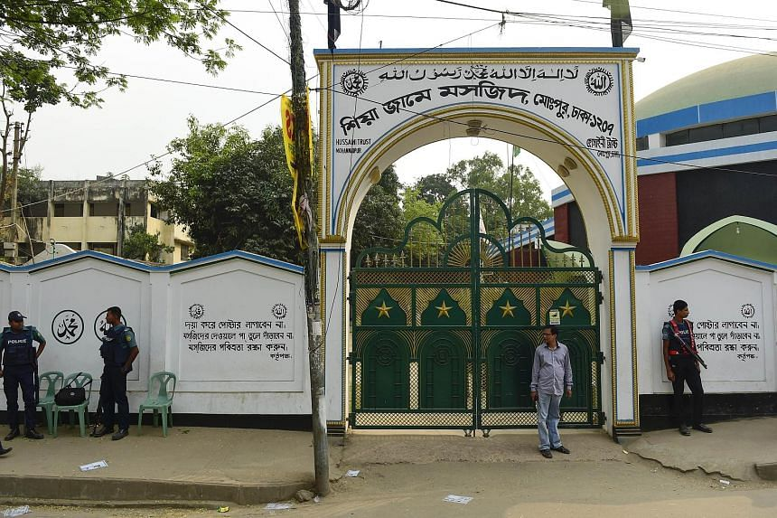 Police guarding a Shi'ite mosque in Dhaka yesterday after security was stepped up following an attack on a mosque in Bogra.