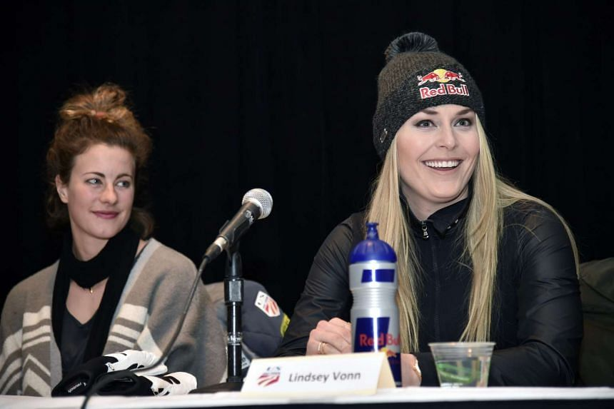 Vonn (right) at a pre-competition press conference with US skier Resi Stiegler (left).