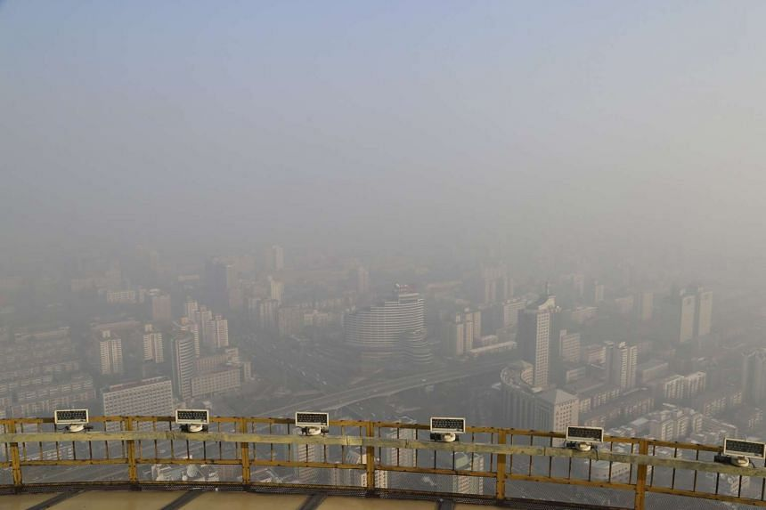Heavy smog continues in Beijing after a yellow alert of air pollution was issued on Friday (Nov 27).