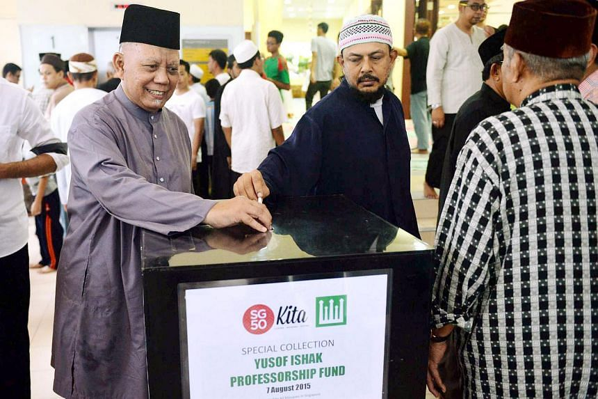 Muslim donors donating money at a mosque on Aug 7, 2015.  All the mosques in Singapore are organising a special collection for the Yusof Ishak Professorship Fund.