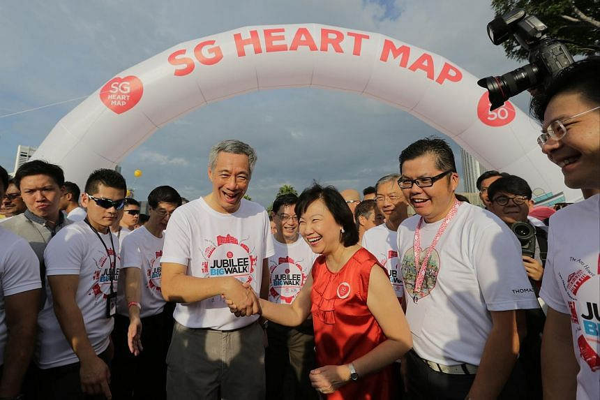 PM Lee being greeted by the CEO of the Housing Development Board, Dr Cheong Koon Hean (in red), at the SG Heart Map zone of the Big Walk.