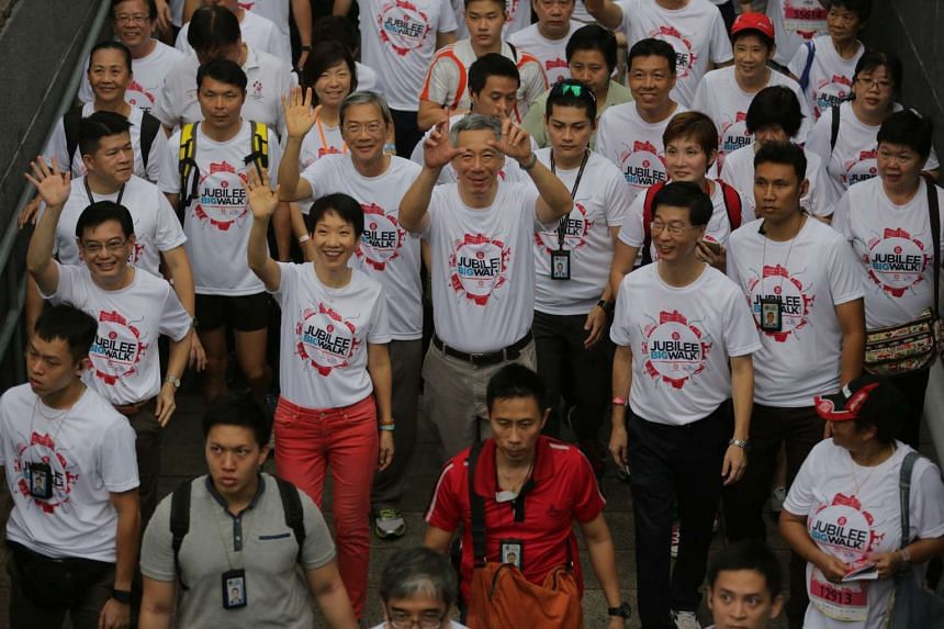 TNP's Big Walk kicked off this morning at the National Museum of Singapore and Prime Minister Lee Hsien Loong joined in for the 5km route.