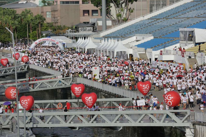 Some 25,000 people from all walks of life took a walk through the heart of Singapore at the SG50 Jubilee Big Walk early Sunday (Nov 29) morning.