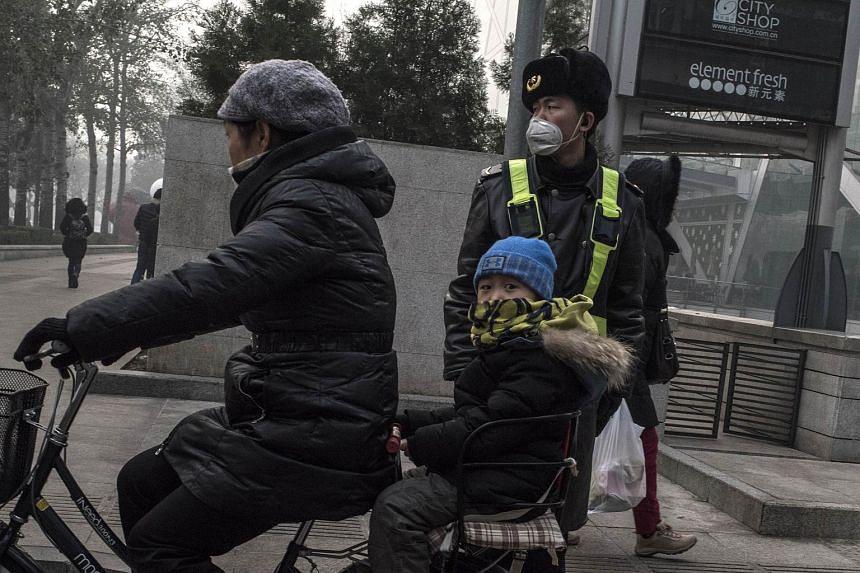 A man wearing a mask in Beijing on Nov 30, 2015.