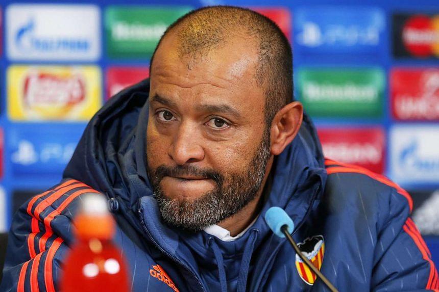 Valencia coach Nuno Espirito Santo is expected to step down after the team's 1-0 defeat to Sevilla.