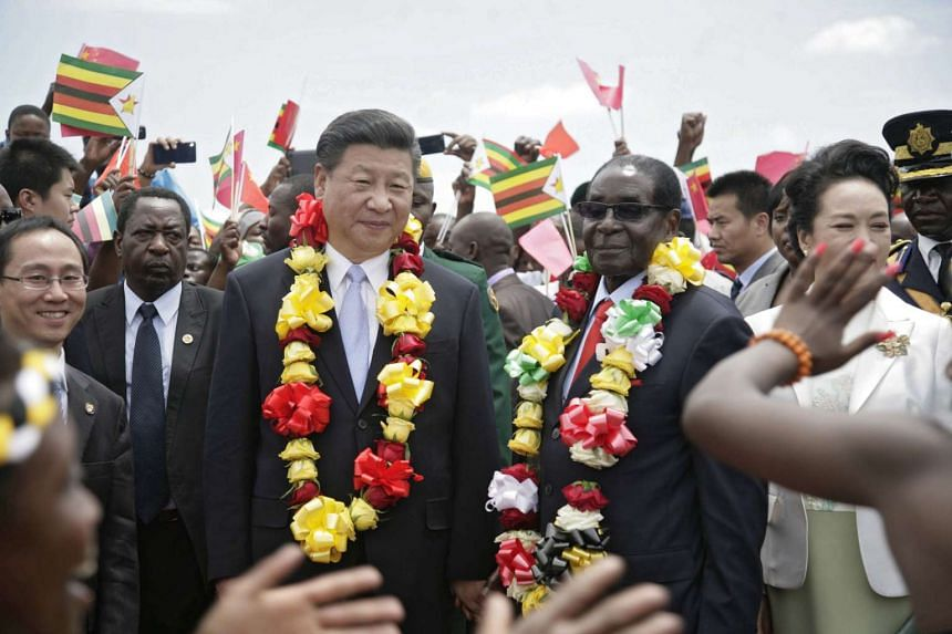 Chinese President Xi Jinping (Left) and Zimbabwean counterpart Robert Mugabe after arriving in Harare, Zimbabwe, Dec 1, 2015.