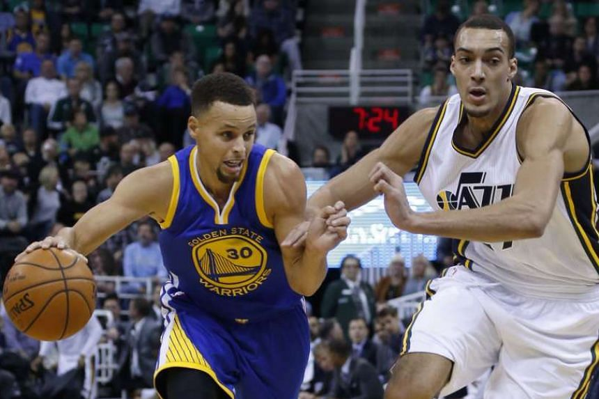 Stephen Curry (left) and Rudy Gobert during the first half of an NBA game on Nov 30, 2015.