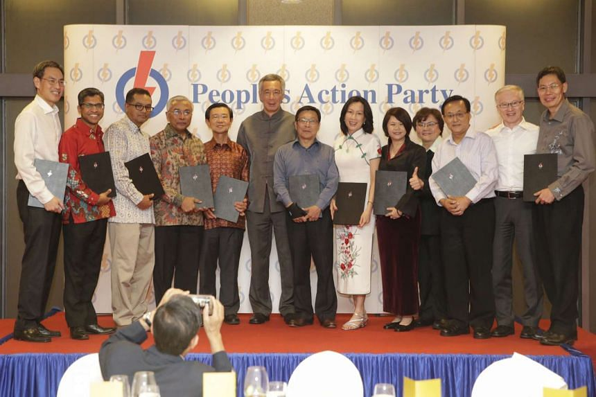 Prime Minister Lee Hsien Loong (centre) at the Appreciation Dinner to recognise the recently retired PAP Members of Parliament on Dec 1, 2015.