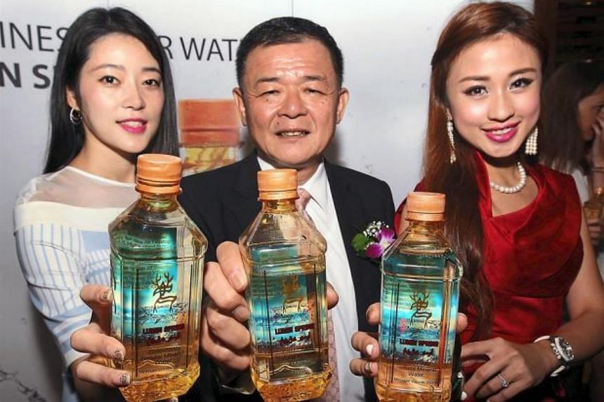 Dr Ting (centre) and Miss Chinese Cosmos International Winner 2004 Carrie Lee with Lumin Spring, a halal mineral water, at a press conference at Nexus in Bangsar South.