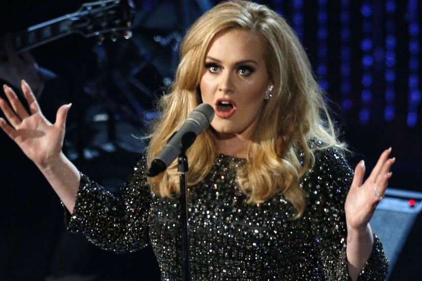 The opening of Adele's 25 puts her easily atop the Billboard 200.