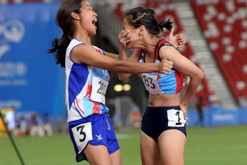 Thailand's Phumchan Phonsuda (right) celebrating with team-mate Luyue Suphatsara on Dec 4, 2015.
