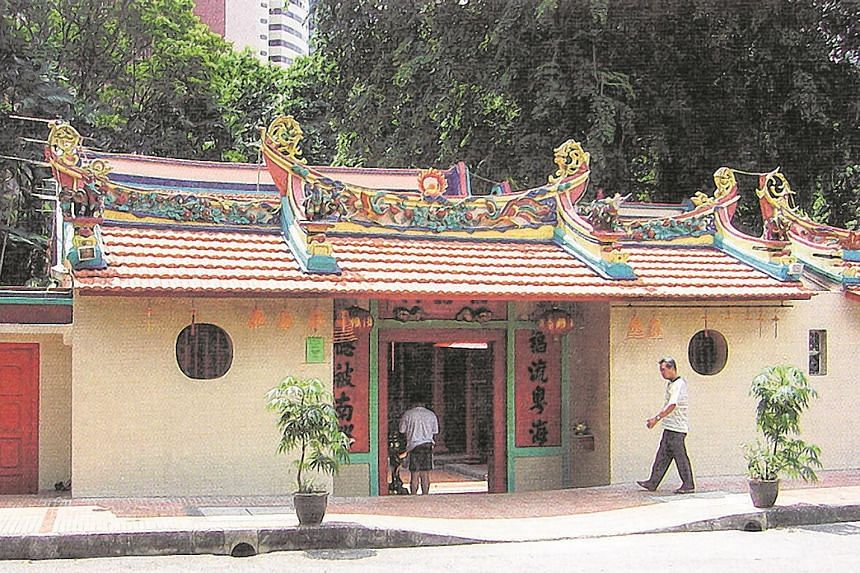 The Fook Tet Soo temple predates the colonial period and is one of the earliest Chinese temples in Singapore.