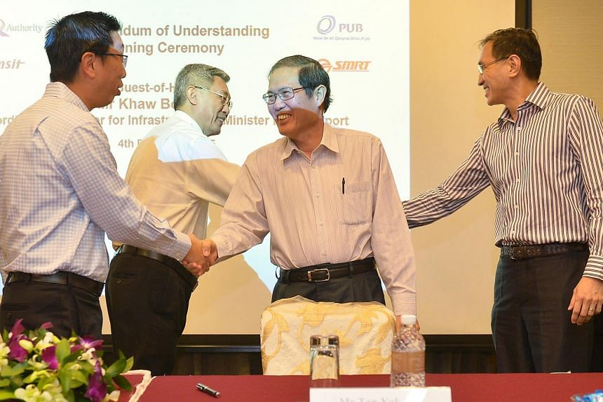 From left: Chew Men Leong, CE LTA; Gan Juay Kiat, CEO SBST; Tan Yok Gin, CE (covering) PUB; Desmond Kuek, CEO SMRT after the signing of the MOU on joint infrastructural maintenance between LTA, PUB, SMRT and SBST held at the Grand Copthorne Waterfron
