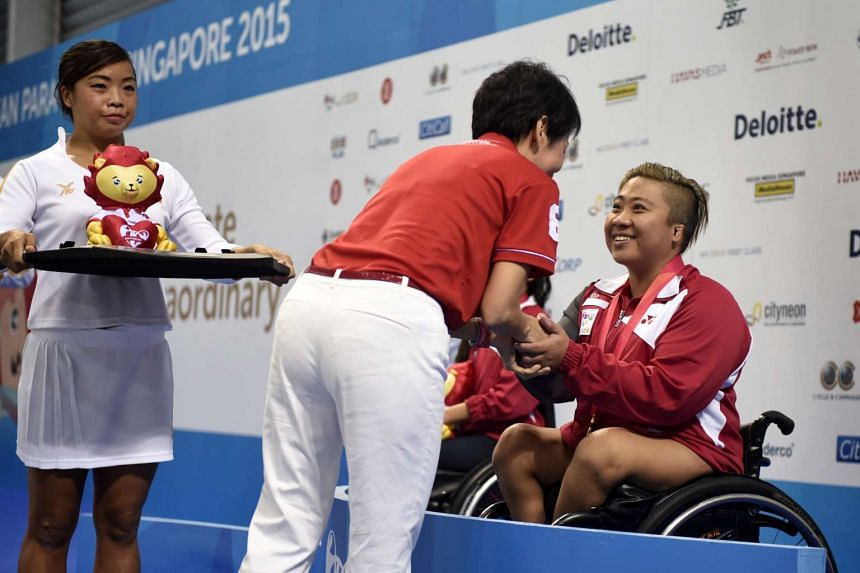 Gold medalist Theresa Goh of Singapore receives her medal from Minister for Culture, Community and Youth Grace Fu after the 100m Freestyle S5 (S1-S5) Timed Final at the 8th ASEAN Para Games held on Dec 4.