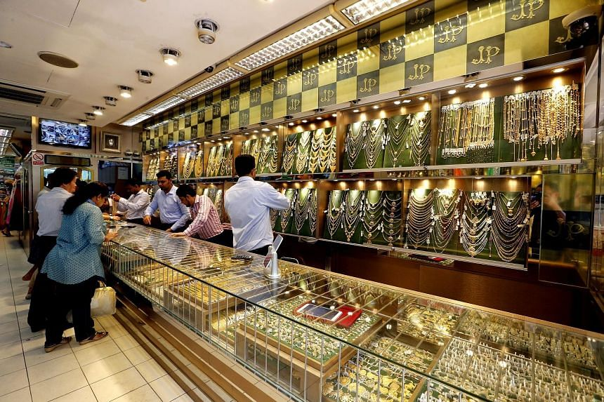 Some jewellers said there has been no influx of customers since Thursday's price drop, with the possible reasons being that prices of gold have been going down since mid-October and a larger drop in gold prices of more than 6 per cent had already tak