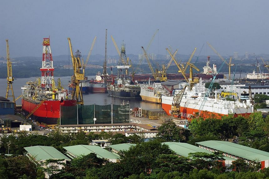 """Vessels being repaired at Sembcorp Marine's Sembawang Shipyard drydocks. The rig-building giant warned on Tuesday that it may post its first quarterly net loss since 2003 this quarter, along with a """"significant decline"""" in net profit for the full yea"""