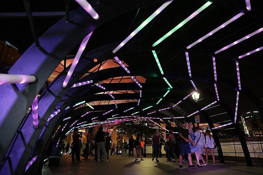 Ribbon-like acrylic tubes lit up the Read Bridge in Clarke Quay last night, for an interactive art installation called RIBbon. The installation is made up of 224 Philips acrylic light tubes and is shaped like a giant ribcage. The colours and intensit