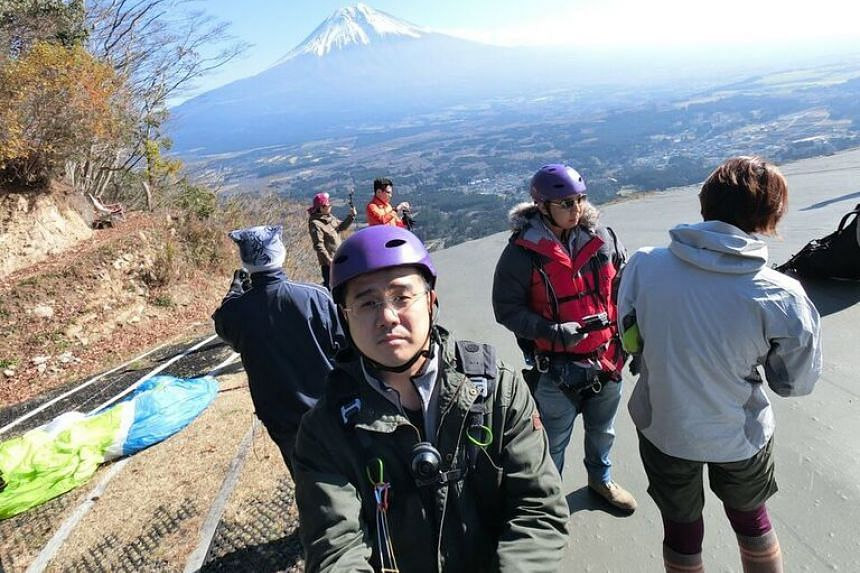 The reporter taking a selfie with the Casio FR100 action camera at Asagiri Paragliding School before take-off.