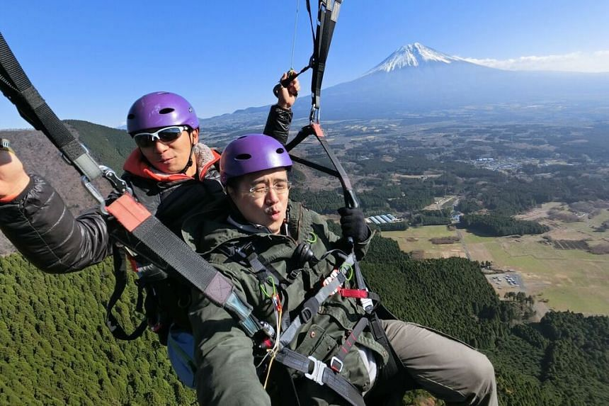 The reporter taking a selfie with his paraglider and the majestic Mount Fuji with the Casio FR100 action camera mounted on a selfie stick.