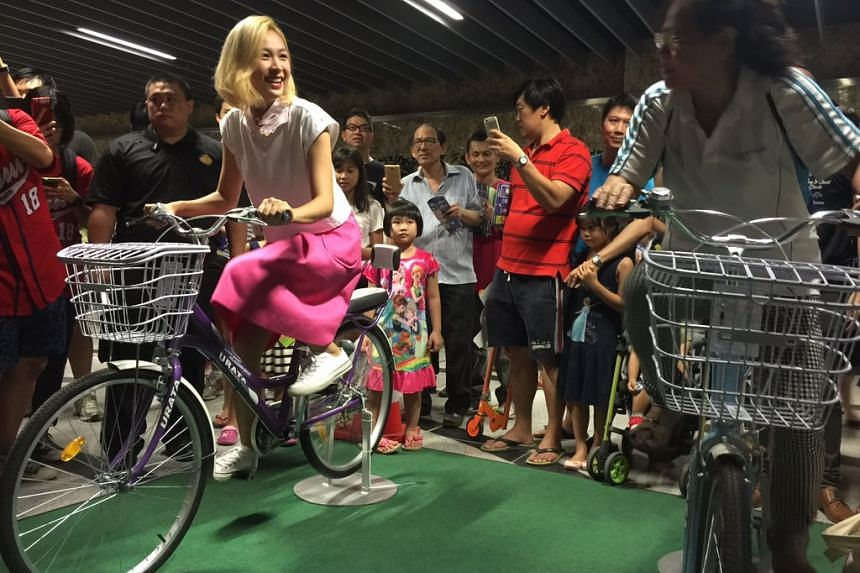 MediaCorp actress Ya Hui in a Cycling Challenge with a member of the public at the Downtown Line 2 Open House.