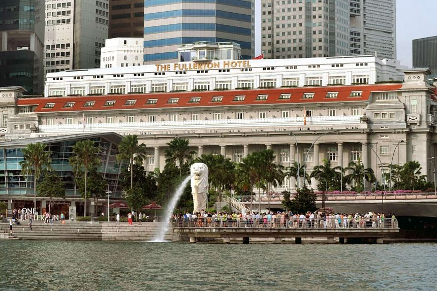 The Fullerton Hotel, with the Merlion in the foreground.