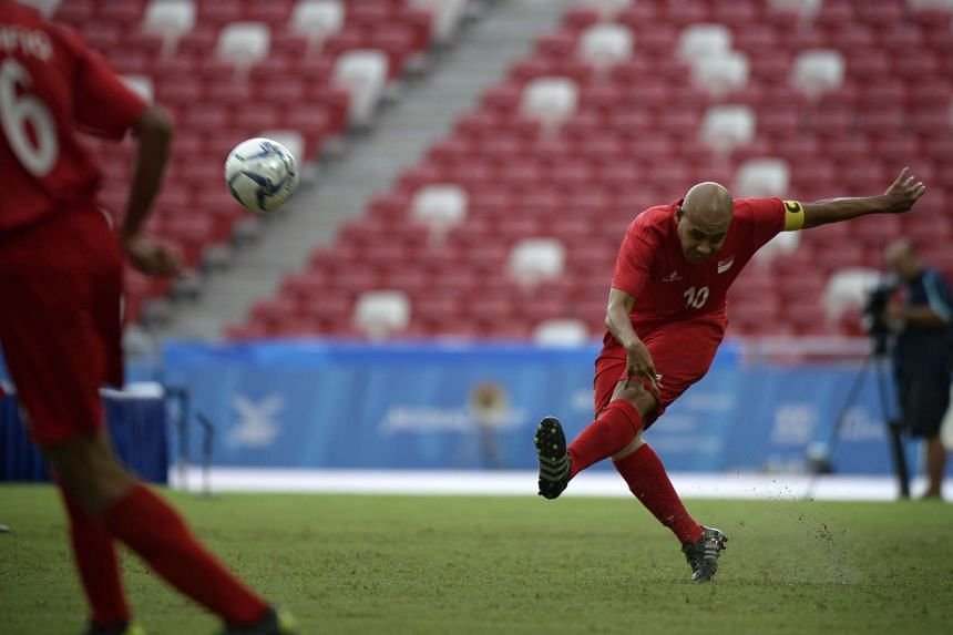 Singapore captain Khairul Anwar in action during the match against Malaysia on Dec 7, 2015.